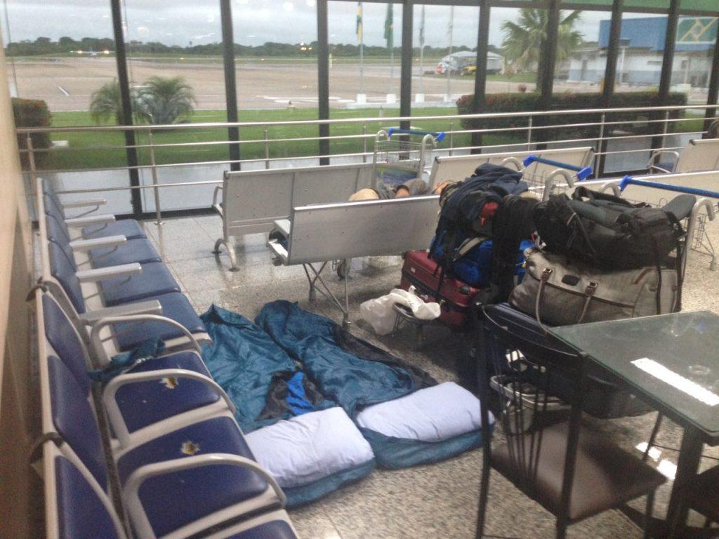 Foto van de plek waar Lucas en Christa op het vliegveld hebben geslapen