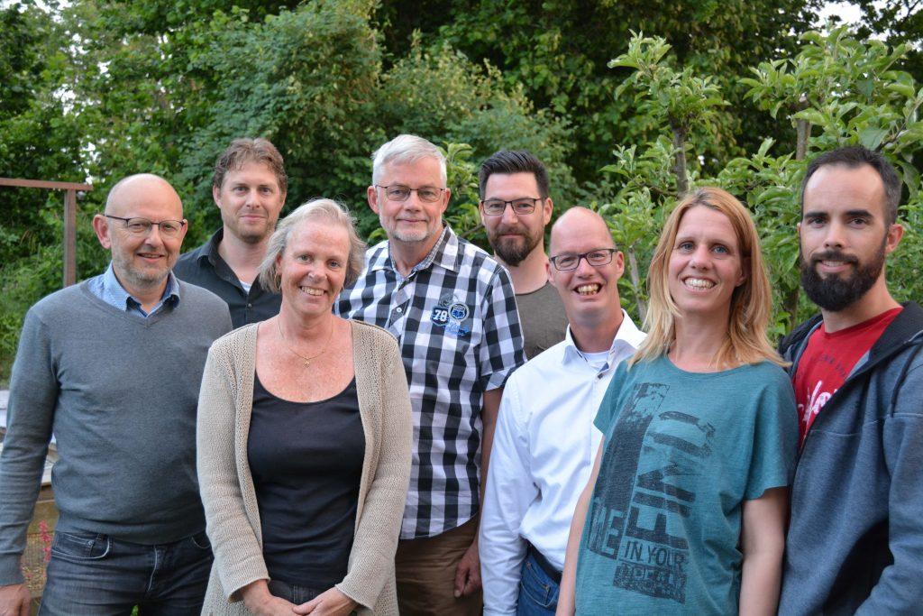 Foto van de leden van de thuisfrontcomissie